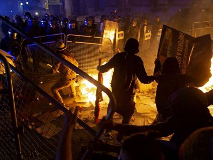 Свыше 50 человек пострадали в ходе протестов в Каталонии