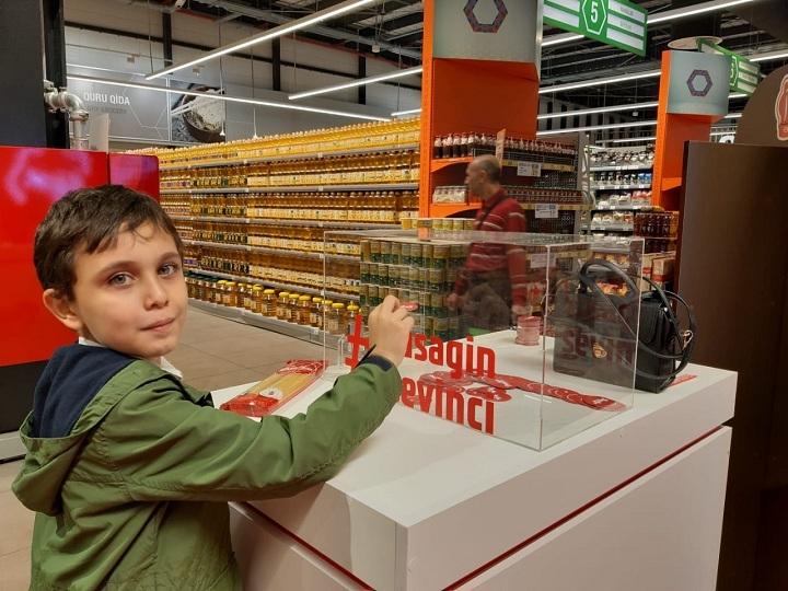 """""""Bravo"""" supermarketlər şəbəkəsində """"Avrora"""" şirkətinin """"Uşaqlara sevinc bəxş et"""" adlı aksiya – FOTO"""