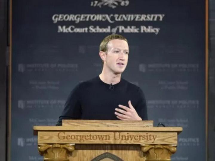 Цукербергразозлил пользователей новой историей о создании Facebook