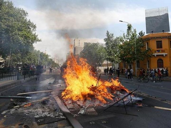 В Чили три человека погибли в результате беспорядков