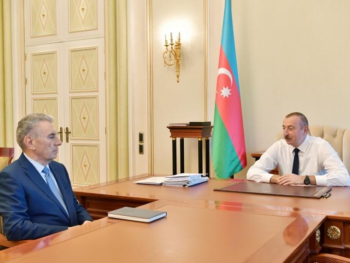 Президент Ильхам Алиев принял заместителя премьер-министра Али Гасанова в связи с поданным им заявлением об освобождении от должности - ВИДЕО