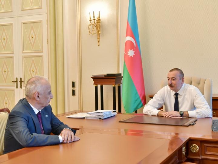 Президент Ильхам Алиев принял заместителя премьер-министра Гаджибалу Абуталыбова в связи с поданным им заявлением об освобождении от должности - ВИДЕО