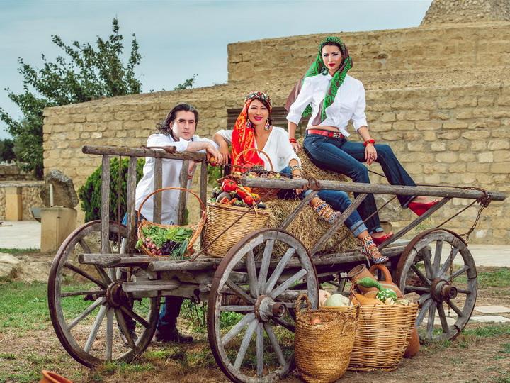 Древняя красота келагаи, представленная в стиле «Прованс», в фотосессии национального бренда Azerbaijan Kelagayi – ФОТО