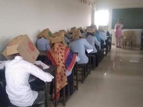 Скандал в Индии: студентов заставили сдавать экзамен с коробками на головах – ФОТО – ВИДЕО