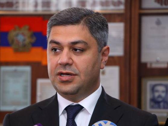 Правоохранители нагрянули в офис Федерации футбола Армении и забрали документы