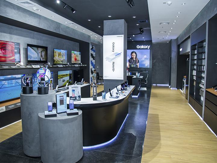 В Баку открыт первый в Азербайджане магазин бренда Samsung – ФОТО