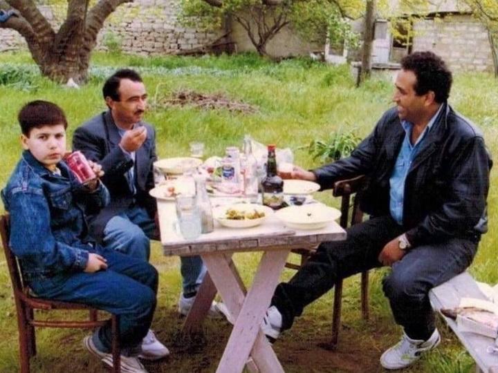 Əli Həsənov haqqındakı iddialara reaksiya verdi: Şüşəli evdə oturub başqalarını daşa basmayın! - FOTO