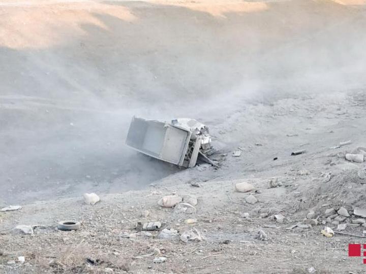 В Шамахы грузовик рухнул в овраг с 45-метровой высоты - ФОТО