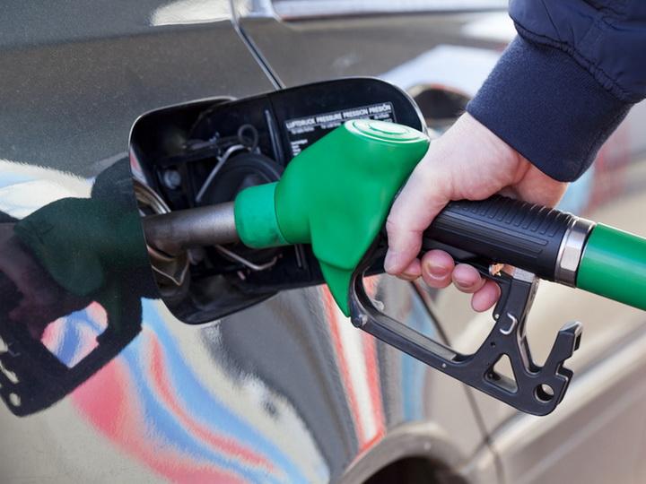 В Азербайджане повышена цена на автомобильное топливо
