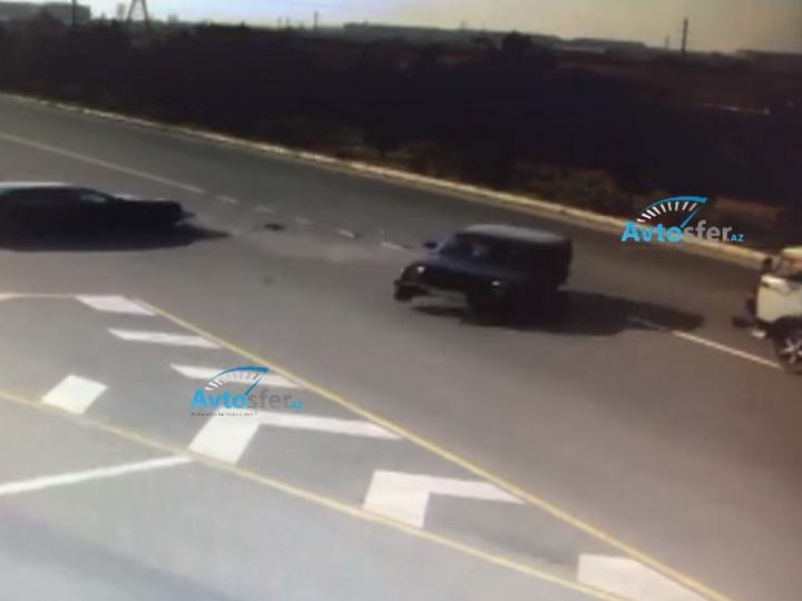 Тяжелое ДТП в Азербайджане: Выехавший на дорогу Mercedes, повлек за собой тяжелую аварию - ВИДЕО