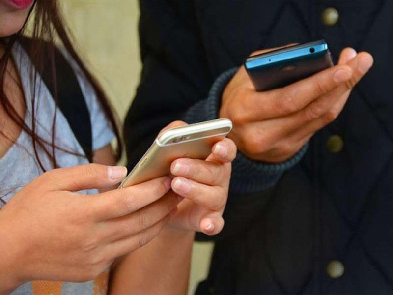 Dünyada internetdən kişilər çox istifadə edir, yoxsa qadınlar?
