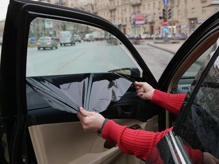 В Азербайджане вступил в силу запрет на использование шторок в автомобилях
