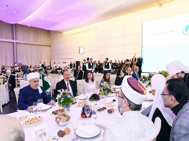 Dünya dini liderlərinin II Bakı Sammitinin iştirakçılarının şərəfinə ziyafət – FOTO
