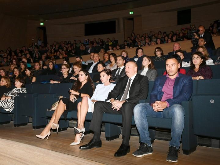 Ильхам Алиев и Первая леди Мехрибан Алиева присутствовали на творческом вечере юмориста Максима Галкина - ФОТО