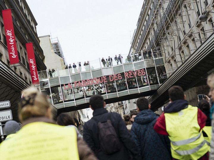 В Париже из-за «желтых жилетов» закрыли универмаг Galeries Lafayette