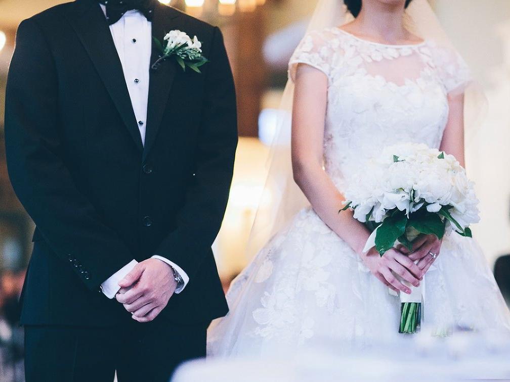 В Баку на свадьбе произошло массовое отравление, жених и невеста тоже пострадали