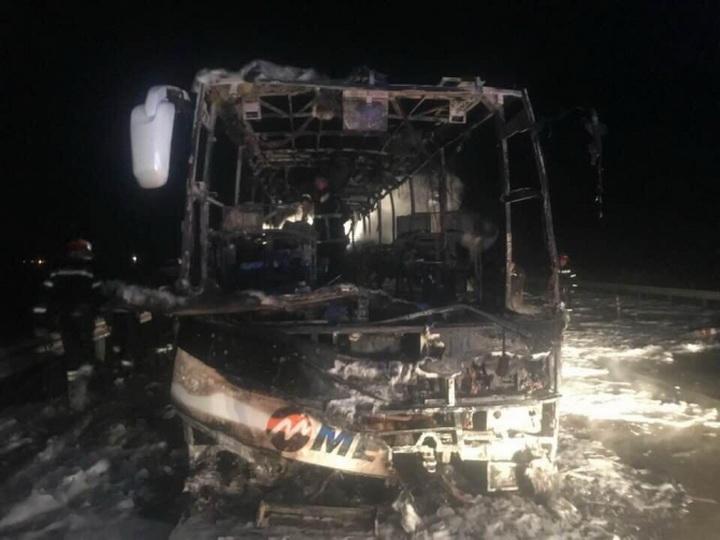 В Грузии загорелся автобус в котором были пассажиры из Азербайджана - ВИДЕО