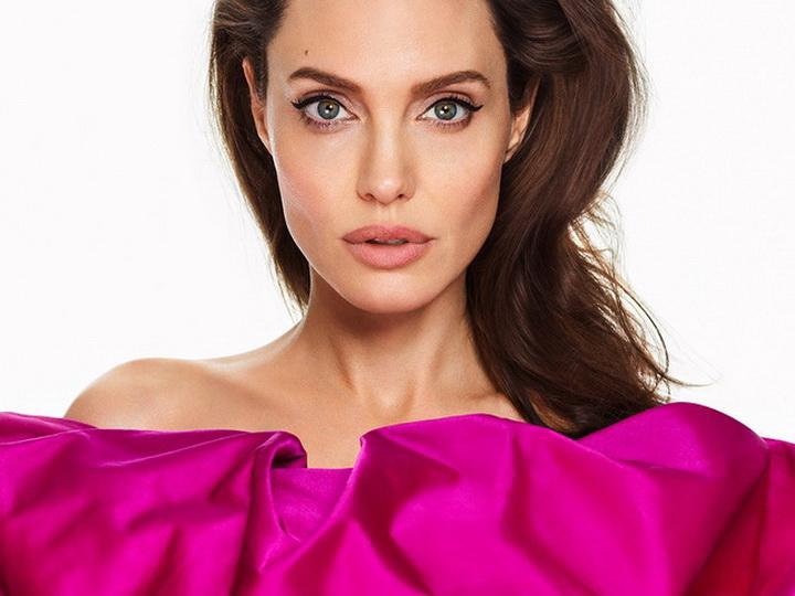 Анджелина Джоли замечена на свидании с неизвестным мужчиной - ФОТО