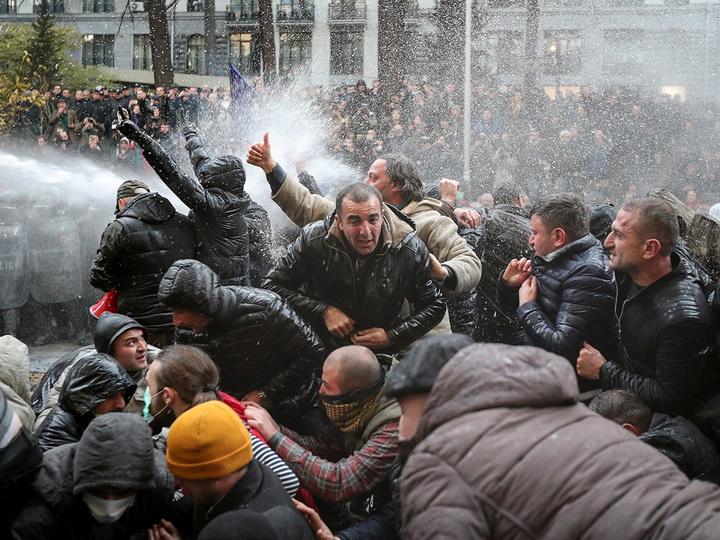 «Вместе против одного»: Чего хотят протестующие в Грузии - ФОТО