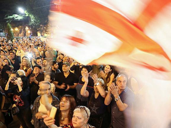 Опрос IRI: «Грузинскую мечту» готовы поддержать 23%, оппозицию - 41%