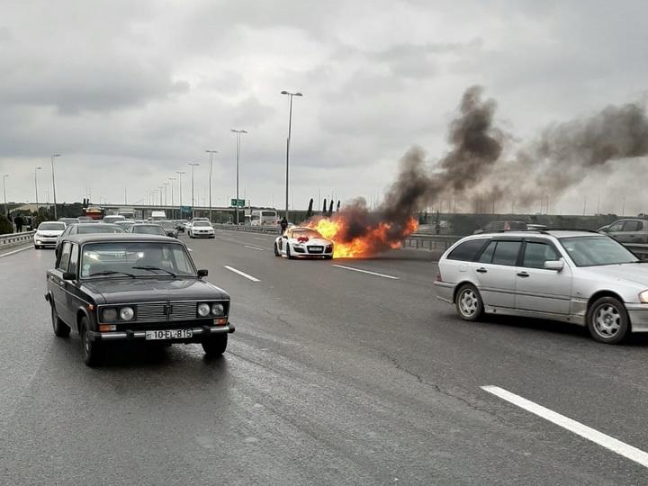 В Баку сгорел свадебный автомобиль - ФОТО - ВИДЕО