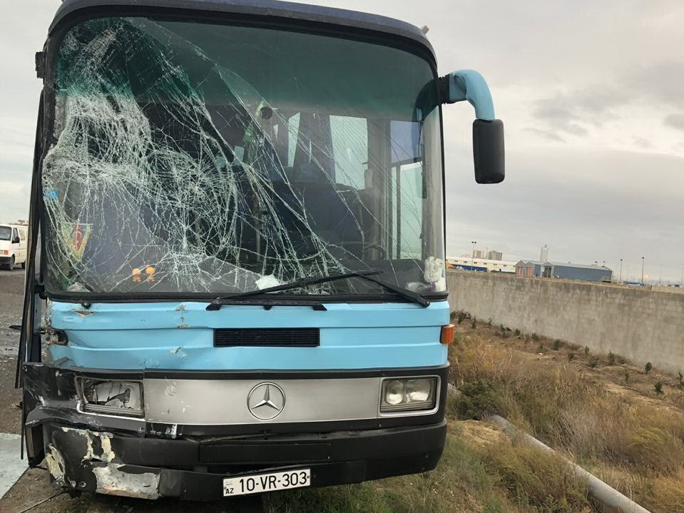 В Баку столкнулись два автобуса – ФОТО