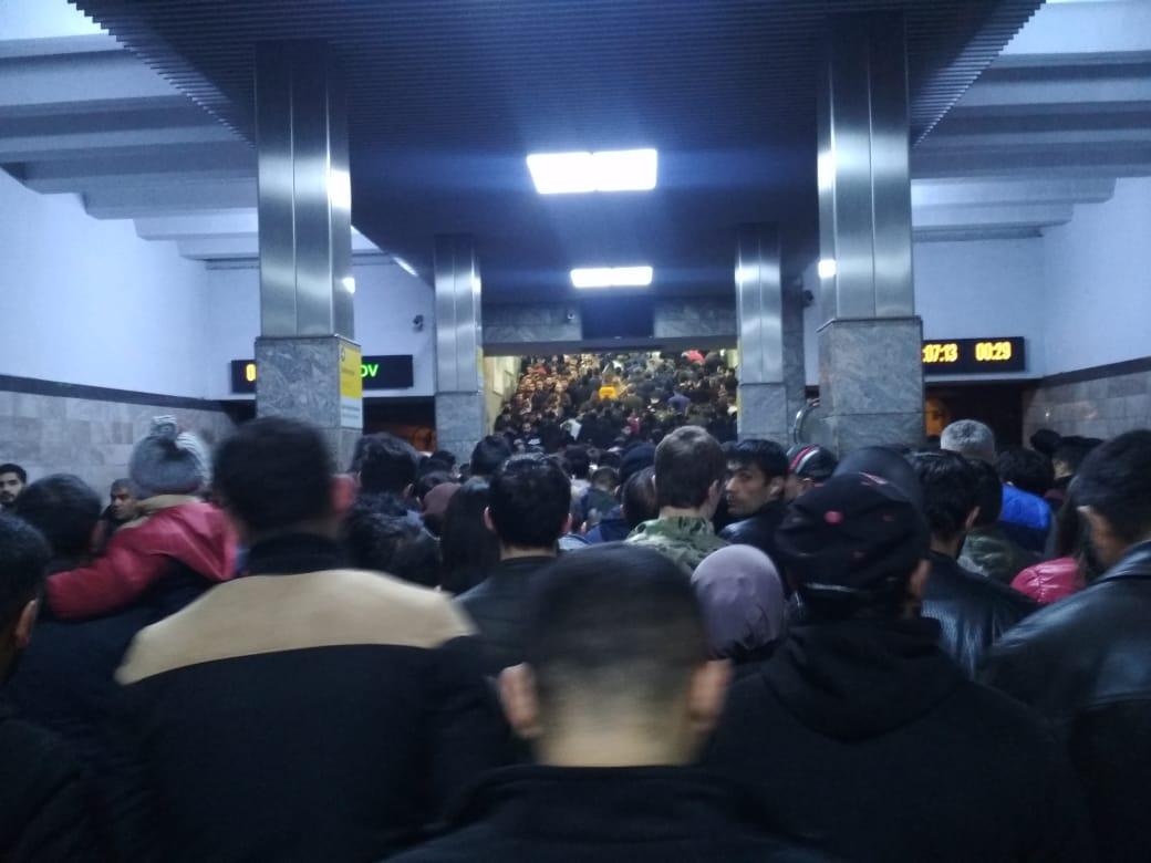 Почему возникло столпотворение на одной из станций Бакметрополитена? - Официально – ФОТО