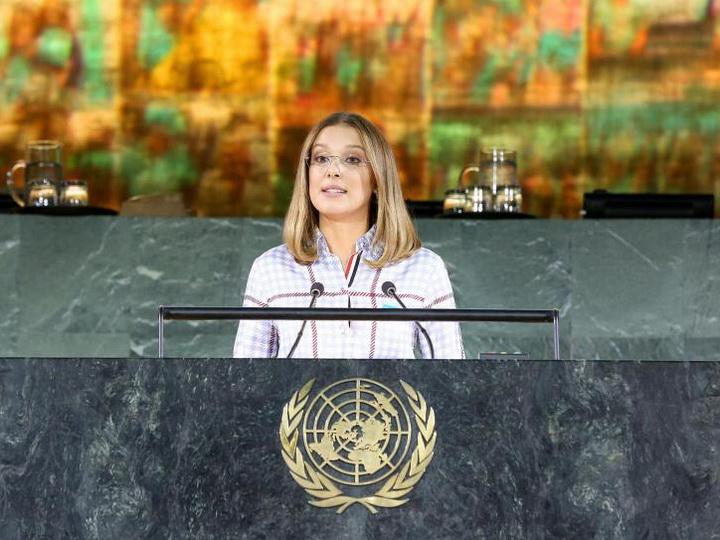Звезда сериала «Очень странные дела» рассказала на саммите ООН о травле и издевательствах в школе - ФОТО - ВИДЕО