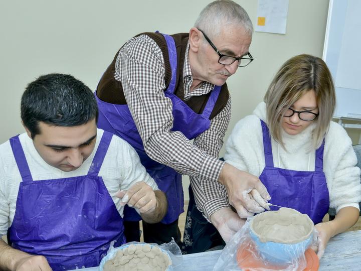 Первый инклюзивный ремесленный класс в Баку: Как удалось разжечь интерес к жизни у детей с инвалидностью – ФОТО