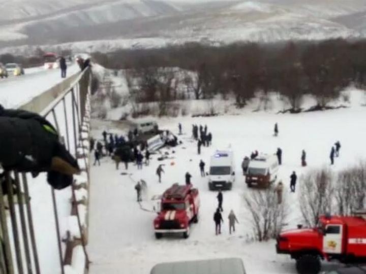 В России пассажирский автобус упал с моста в реку - 15 погибших - ФОТО - ВИДЕО
