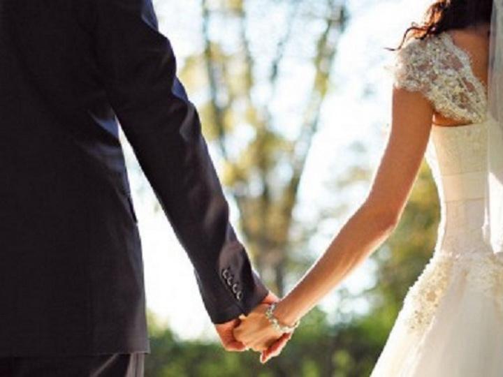 В Баку жених на собственной свадьбе в состоянии опьянениянанес себе увечья