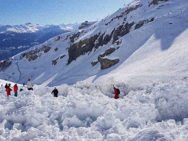 В результате схода лавины в Альпах погибли два лыжника