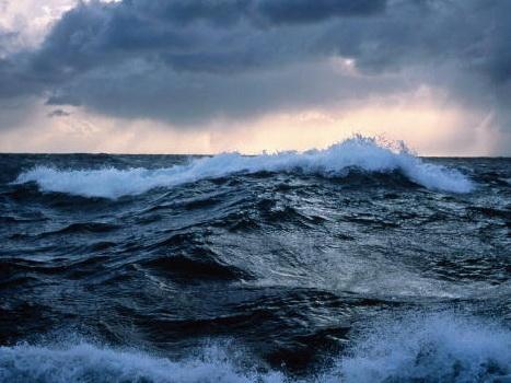 Высота волн на Каспии достигла почти 4-х метров