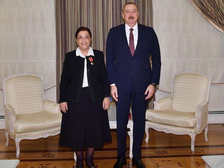 Президент Ильхам Алиев вручил Диляре Сеидзаде орден «Шараф» - ФОТО