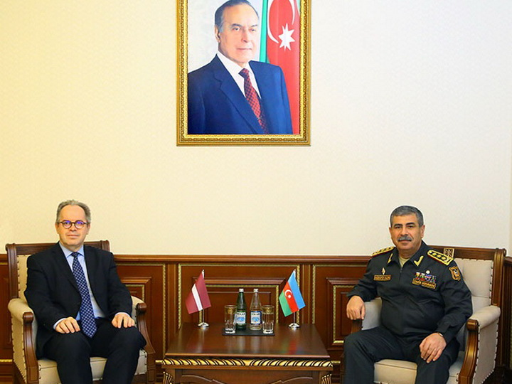 Министр обороны Азербайджана встретился с новым послом Латвии