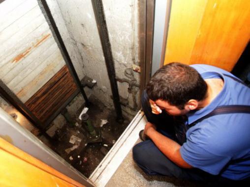 В бакинской новостройке мужчина упал в шахту лифта