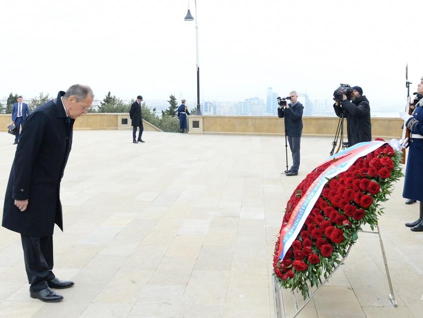 Сергей Лавров посетил могилу великого лидера Гейдара Алиева и Шехидляр хиябаны - ФОТО
