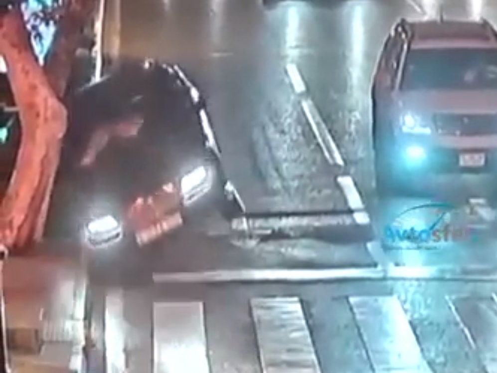 Неадекват спровоцировал тяжелую аварию в центре Баку - ВИДЕО