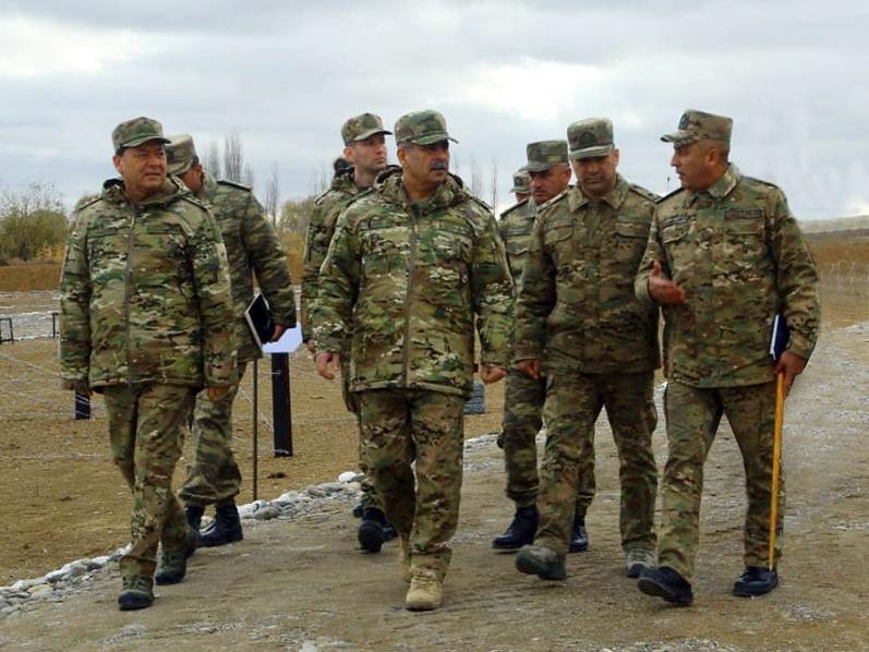 Министр обороны АР на боевых позициях - ВИДЕО