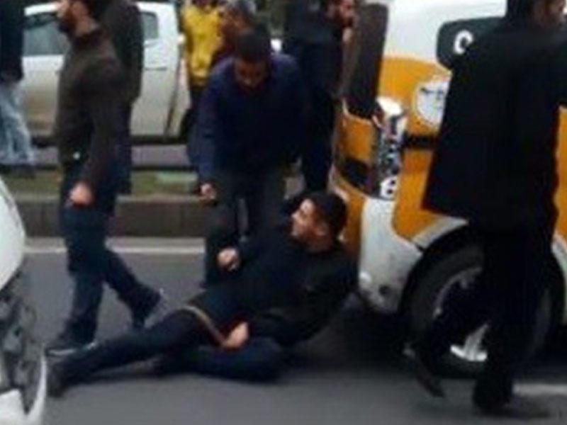Sürücü ona yol verməyən taksi sürücüsünü güllələdi - VİDEO