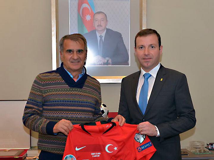 Эльхан Мамедов встретился с главным тренером сборной Турции по футболу