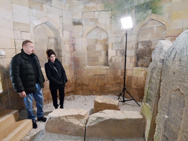 Ильхам Алиев и Мехрибан Алиева ознакомились с работами по благоустройству, проведенными вокруг усыпальницы Шаххандан в Шамахе - ФОТО