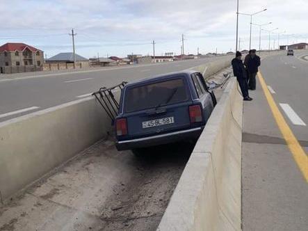 «Летающие «Жигули»: Необычное ДТП в Баку - ФОТО