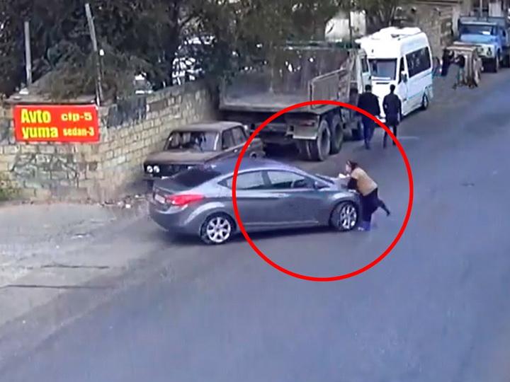 В Баку невнимательный водитель сбил переходившую дорогу женщину – ВИДЕО