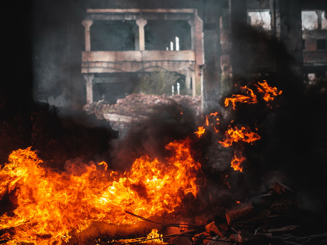 В Нью-Дели пожар вновь охватил фабрику, где сгорели 43 человека