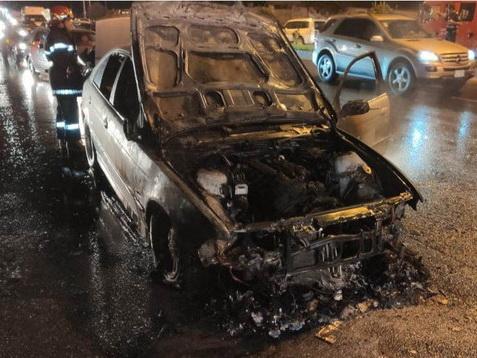В Баку загорелся автомобиль посольства Ирака