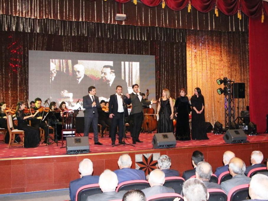 В Евлахе состоялась церемония почтения памяти великого лидера Гейдара Алиева - ФОТО