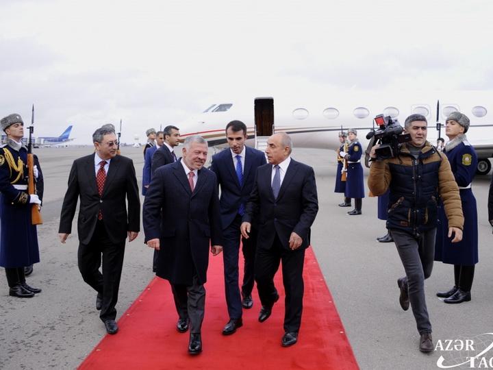 Король Иордании Абдалла II прибыл с официальным визитом в Азербайджан - ФОТО