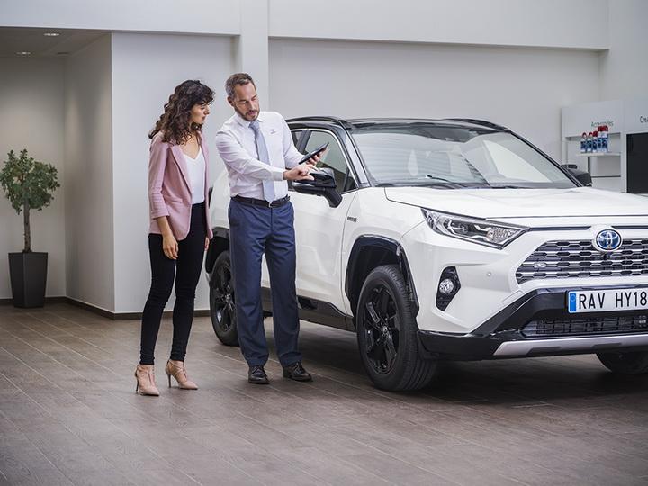 В чем секрет популярности автомобилей, произведенных компанией «Тойота», и как компания следит за постоянным улучшением качества своей продукции? - ФОТО