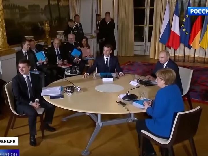 Путин помог Зеленскому сфотографироваться- ВИДЕО